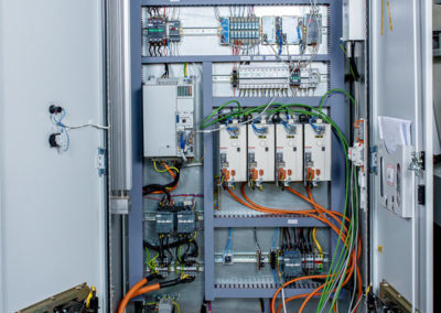 "Шкаф станка ОЦ1И22S с модулями ""Маяк-ВВ"" и приводами с CAN"